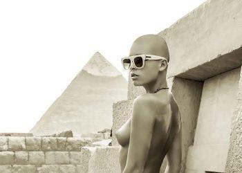 Модель Мариса Папен попала в египетскую тюрьму из-за обнаженной фотосессии (6 фото)