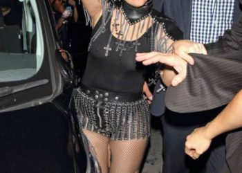 Леди Гага в прозрачном наряде (7 фото)