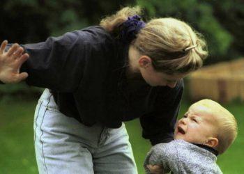 Почему нельзя давать подзатыльники ребенку? (2фото)