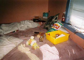 От младенца до подростка через шприцы: девушка показала фото детства в семье наркоманов (10фото)