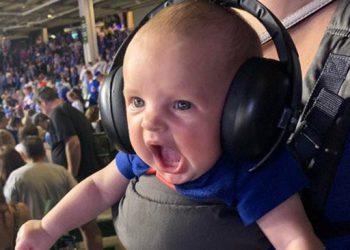 Фото эмоционального малыша с бейсбольного матча стало отличным поводом для фотошоп-баттла (18фото)