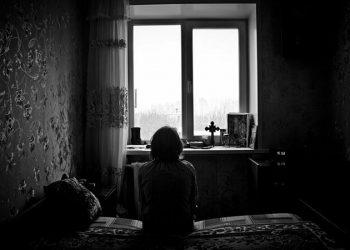 В Набережных Челнах нашли трёх одичавших детей, живших вместе с матерью (2фото)
