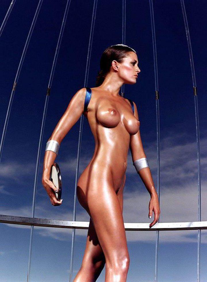 Восхитительная девушка метательница диска с большими сиськами