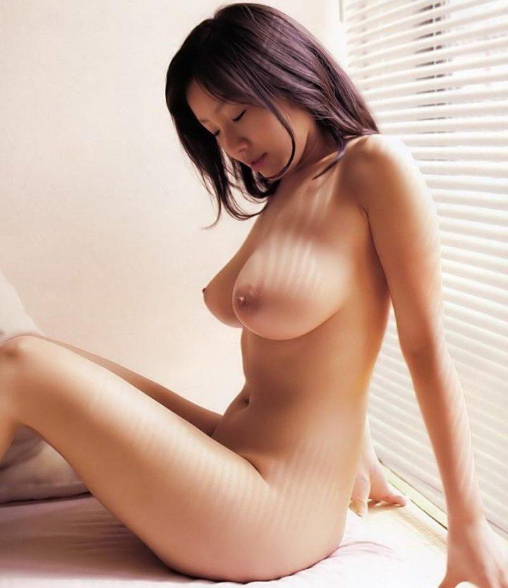 Скромная азиатка обнаженная с большой грудью