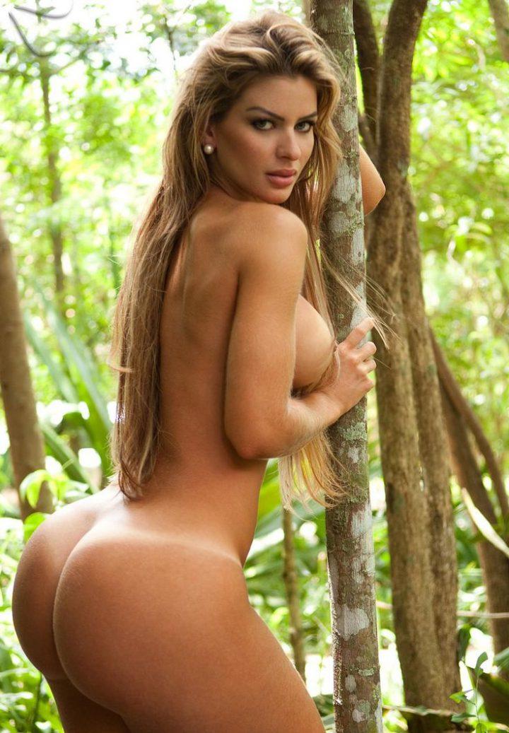 Голая бразильянка с круглой большой попой