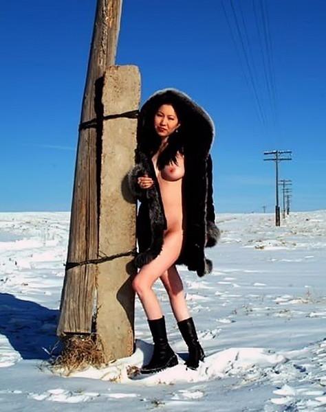 Девушка с далекого севера голая в одной шубе не мерзнет