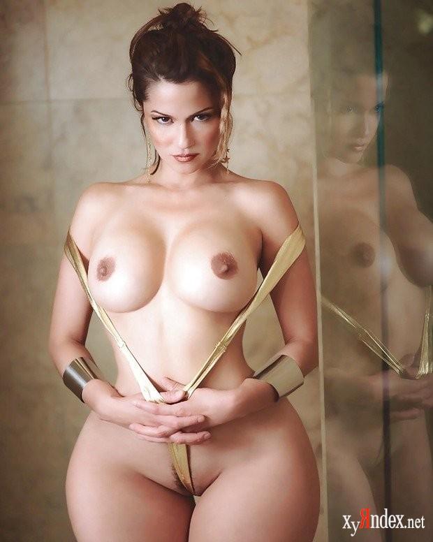 У страстной женщины не только красивые широкие бедра, но и красивая грудь