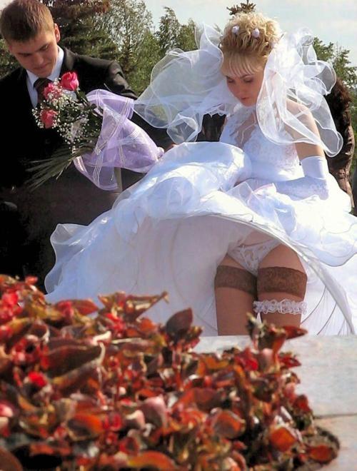 Фотограф заснял пикантные моменты молодой невесты