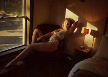 Актриса Янина Мелехова в откровенной фотосессии (4 фото)
